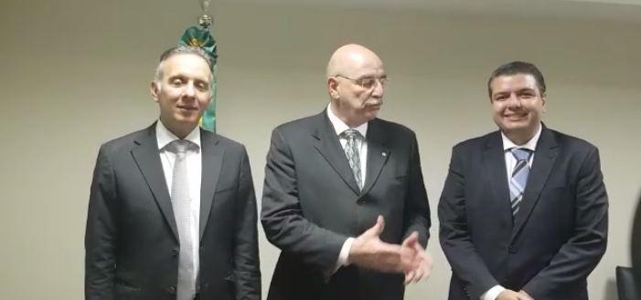 aguinaldo ribeiro osmar terra diego tavares - Em reunião com ministro e secretário, Aguinaldo Ribeiro anuncia dois ônibus adaptados para Assistência Social - VEJA VÍDEOS