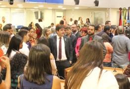 Deputado Eduardo Carneiro recebe estudantes do curso de Direito da Uninassau na Assembleia Legislativa