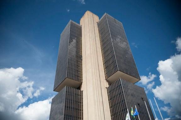 banco central 5 2 300x200 - Banco Central mantém juros básicos no menor nível da história