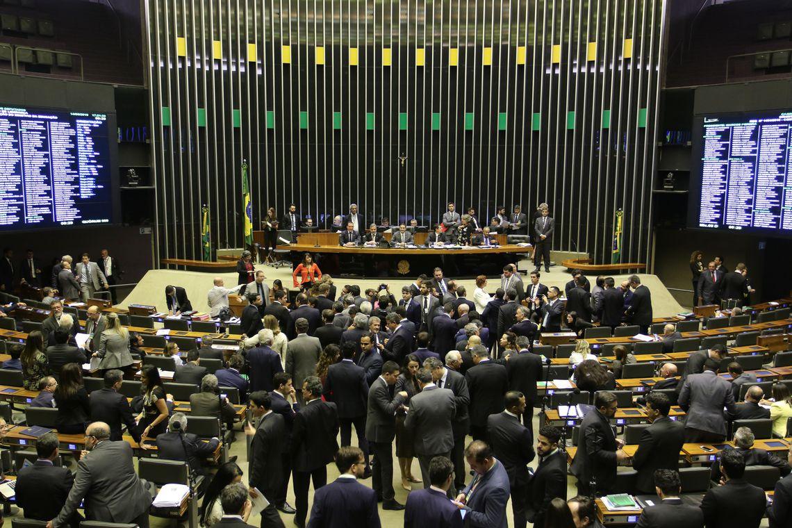câmara dos deputados - Câmara convoca Weintraub para explicar cortes em universidades