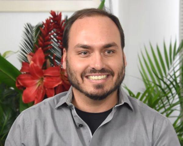 carlos 2 600x479 - Carlos Bolsonaro esteve em clube de tiro no mesmo período que Adélio, diz site