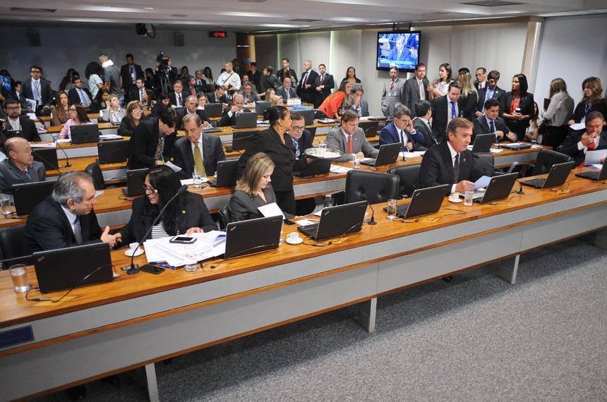 ccj - CCJ do Senado aprova PEC que proíbe governo de editar MP sobre educação