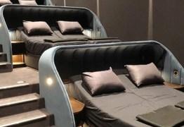Conheça o cinema que substituiu assentos convencionais por cama de casal