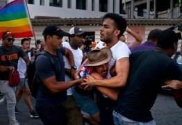 ILHA SOCIALISTA: polícia interrompe abruptamente marcha LGBT e prende ativistas gays, em Cuba