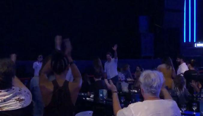 haddadespaco - Haddad é ovacionado pelo público ao chegar no show de Caetano Veloso em SP - VEJA VÍDEO