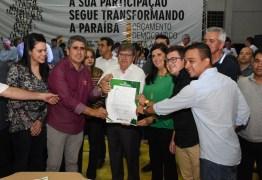 João Azevêdo entrega créditos do Empreender e equipamentos, em Cuité