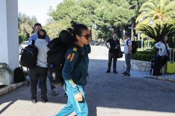 marta - Seleção feminina chega a Portugal, onde treina para Copa da França