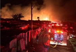 Trinta famílias perdem tudo em incêndio e precisam de ajuda no DF