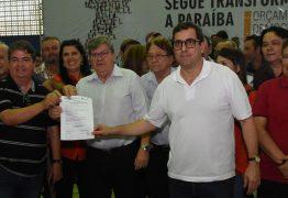 João Azevêdo entrega créditos do Empreender, equipamentos para educação e autoriza obras durante plenária em Sumé