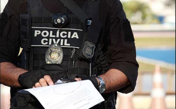 policia 300x187 - Homem acusado de quebrar braços da companheira e atear fogo em casa é preso pela Polícia Civil