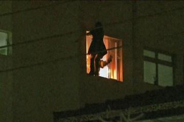 pulomaezo - Mãe joga filha de 3 anos pela janela do 5º andar e se joga em seguida