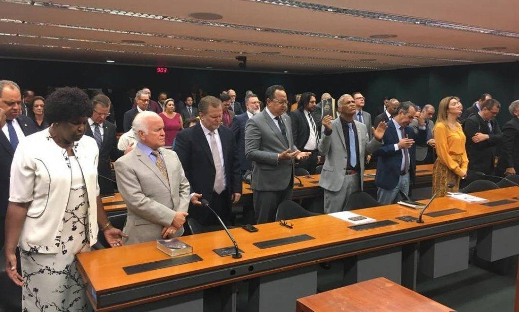 xWhatsApp Image 2019 02 27 at 11.46.21.jpeg.jpg.pagespeed.ic .SrKtnaCV1v 1024x615 - FOCO, FORÇA E FÉ: Bancada evangélica articula para derrubar decreto de armas de Bolsonaro