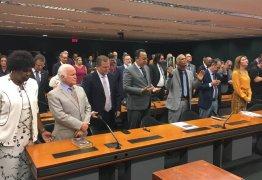 FOCO, FORÇA E FÉ: Bancada evangélica articula para derrubar decreto de armas de Bolsonaro