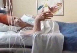 Antes de morrer, Beth Carvalho se despede emocionada com samba em hospital – VEJA VÍDEO