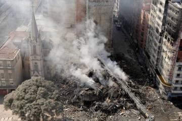 1525203859 345442 1525204146 noticia normal - Líderes 'sem teto' são detidos por cobrança ilegal de aluguéis em prédio que desabou em SP