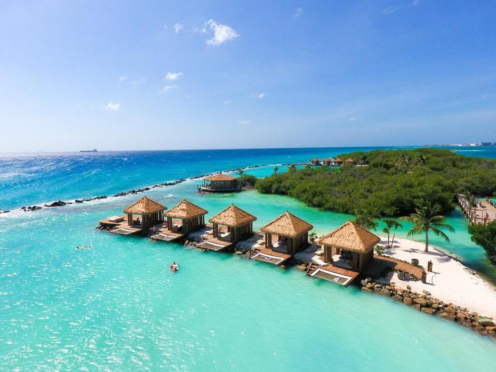 181393222 - Juíza do DF libera senador em prisão domiciliar para passar férias no Caribe