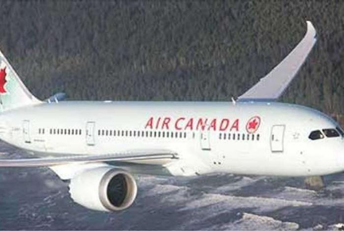 Passageira dorme durante voo e acorda presa no avião