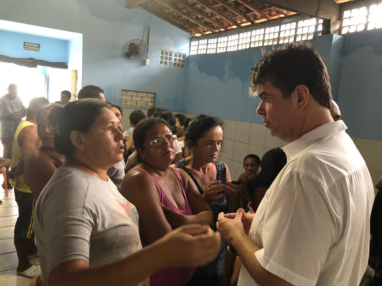 Deputado Ruy Carneiro visita bairro afetado pelas chuvas, em João Pessoa