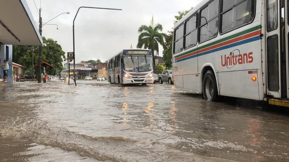 5d0224a4cba11 chuvas joao pessoa5 - CHUVAS INTENSAS: Defesa Civil recebe novo alerta de risco alto para este sábado, em João Pessoa