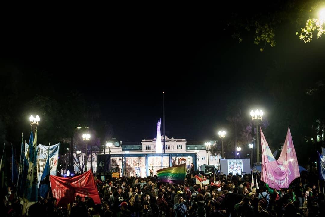 61937215 1275643965932473 9214267054079606784 o - Protestos contra Bolsonaro na Argentina reúnem milhares de pessoas