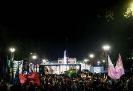 Protestos contra Bolsonaro na Argentina reúnem milhares de pessoas