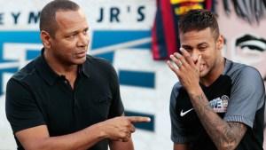 622 8bf6e054 5588 4973 b1fd dbd758024b07 300x169 - AGRESSÃO: Pai de Neymar arranca câmera de fotógrafo em aeroporto, diz agência