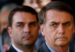 ARMA DE FAKE NEWS: Bolsonaro e filho espalham notícias falsas sobre Jean Wyllys e David Miranda