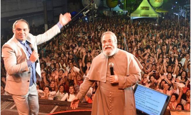 Capturar 44 - Pe. Nilson e Pe. Antônio Maria fazem show 'Acenda Uma Luz'; TV Arapuan vai transmitir