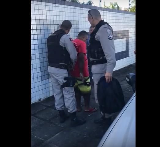 Capturar 66 - Policia Militar prende falso padre acusado de aplicar golpes em empresas de eventos