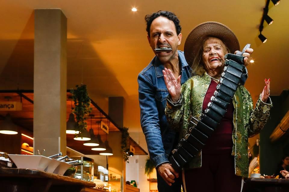 RED vo pifa e gaitista engels espiritos 006 - Música que rejuvenesce: Vó Pifa, aos 102 anos, lança primeiro disco