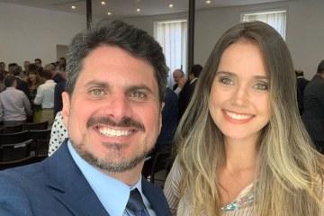 SENADOR - AUMENTO SALARIAL: Senador demite namorada do próprio gabinete, mas ela é recontratada para secretaria-geral do Senado