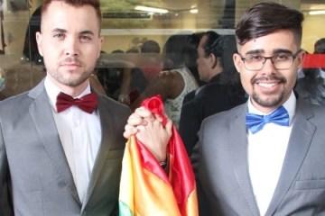 a direita o pastor lgbt gregory rodrigues com seu esposo a esquerda 1531322112710 v2 615x300 - Criminalização da homofobia põe em alerta pastores e padres que recusam casar gays