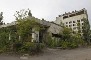 acidente nuclear em chernobyl 2 300x200 - 33 anos depois do acidente nuclear, veja como está Chernobyl na vida real
