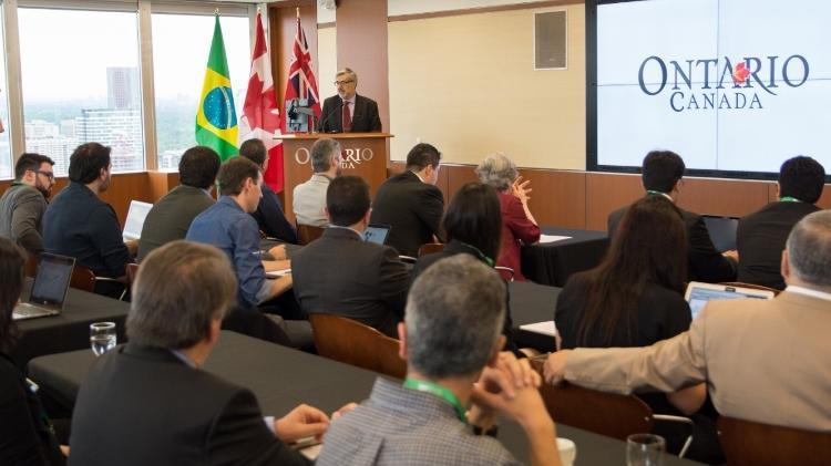 """ademar seabra vice consul do canada durante evento da apex em toronto 1561678319137 v2 750x421 - """"Green card"""" canadense para brasileiros cresce mais que o dobro em 2 anos"""