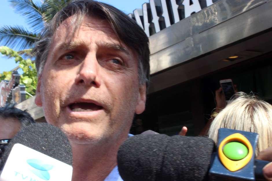 bolsonaro jose lucena fp ae - Bolsonaro critica reeleição nas presidências do Congresso