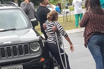 cida bloqueio 1 - Cida participa de protesto em JP e bloqueio com carro locado pela ALPB divide opinião de paraibanos