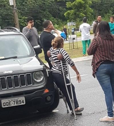 cida bloqueio 1 273x300 - Cida participa de protesto em JP e bloqueio com carro locado pela ALPB divide opinião de paraibanos