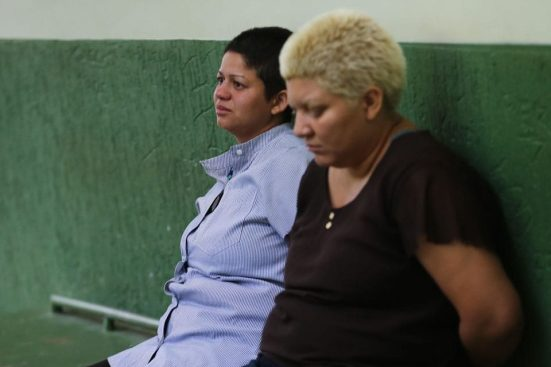 """criminosas2 960x640 300x200 - Após matar filho de 9 anos mãe desabafa, """"Foi a solução"""" - VEJA VÍDEO"""