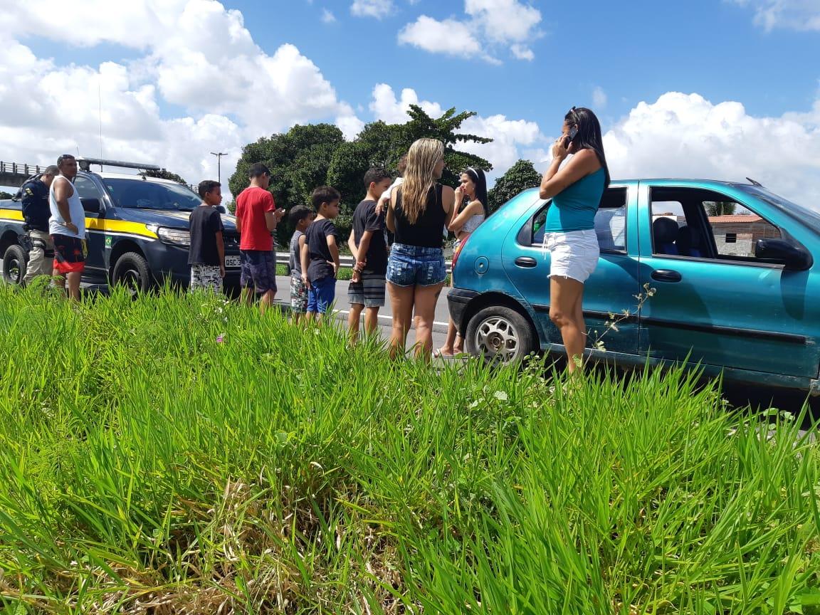 de1296d9 82d0 48de a2e9 8521730b9a7c - Em ronda, PRF flagra carro de passeio com 10 ocupantes em Santa Rita