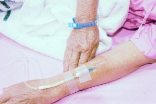 depositphotos 85012284 stock photo arm of old woman patient 300x200 - H1N1: Mulher de 75 anos é internada com suspeita da doença em Sousa