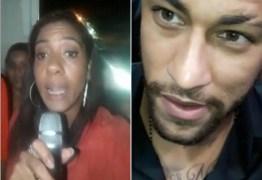 CAUSADORA: Mulher se passa por repórter e entrevista Neymar na porta de delegacia; VEJA VÍDEO