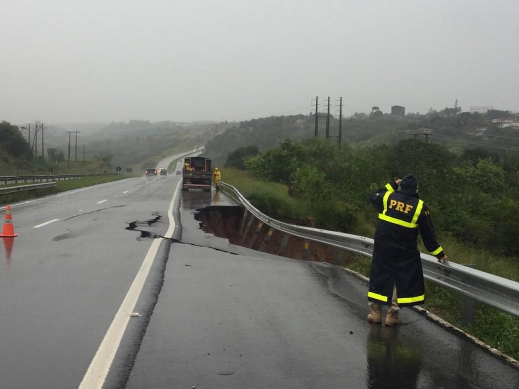 f96e12e3 d4b7 477d a038 dde2466e0801 1024x768 - BR 230 RACHADA: Fortes chuvas fazem asfalto ceder em Santa Rita; PRF emite alerta
