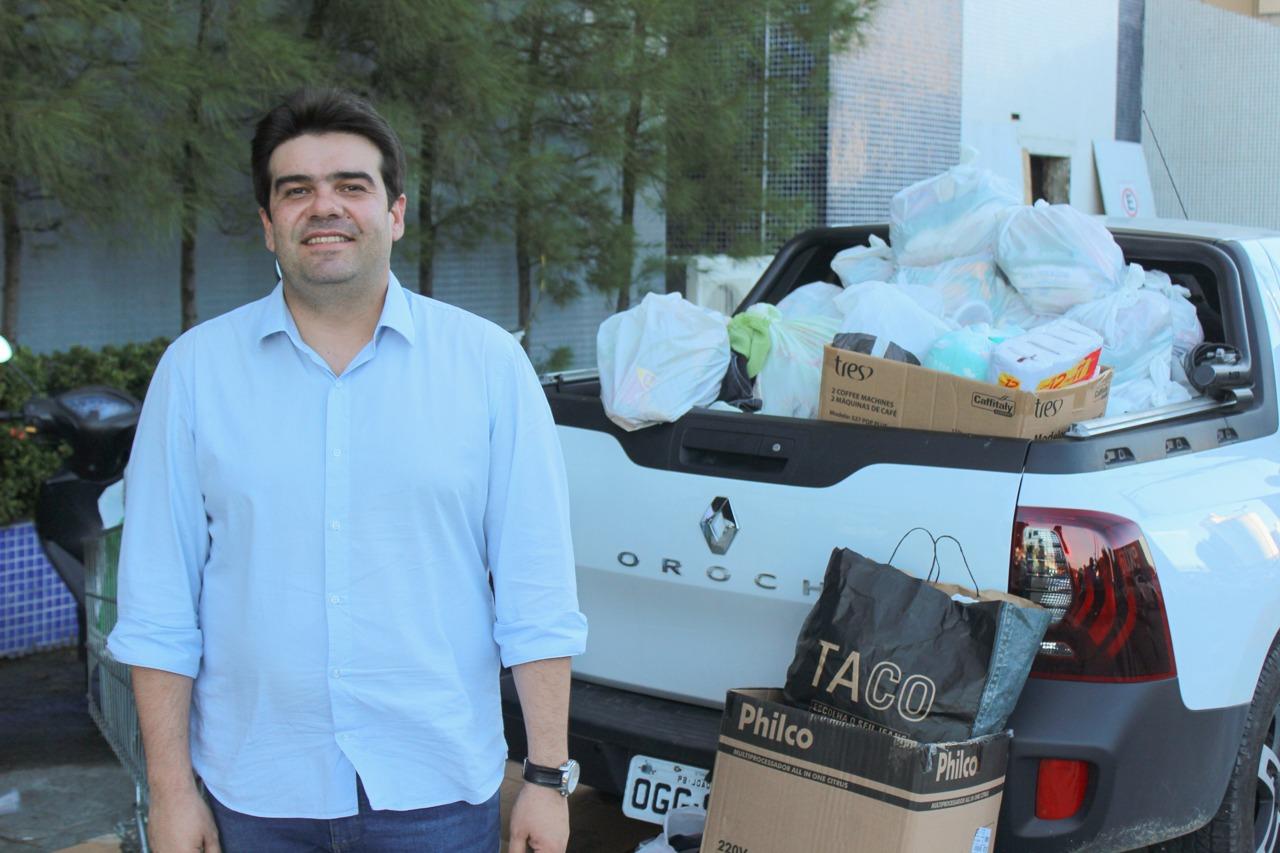 fb6d6fee ba19 4fdb 8e4b acac0ef6b853 - Eduardo entrega doações para desabrigados das chuvas em diversas regiões de João Pessoa