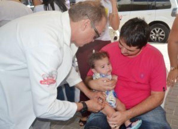 foto.Ivomar Gomes Pereira 60 300x218 300x218 - Secretaria Municipal de Saúde atinge meta e disponibiliza vacina para toda a população a partir desta segunda-feira