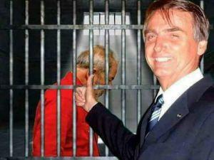 lula preso Bolsonaro rindo 300x225 - O maior medo do Planalto hoje é Lula solto - PorHelena Chagas