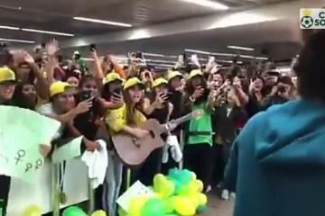 maxresdefault 2 - Seleção feminina tem recepção calorosa na volta ao Brasil após a Copa do Mundo