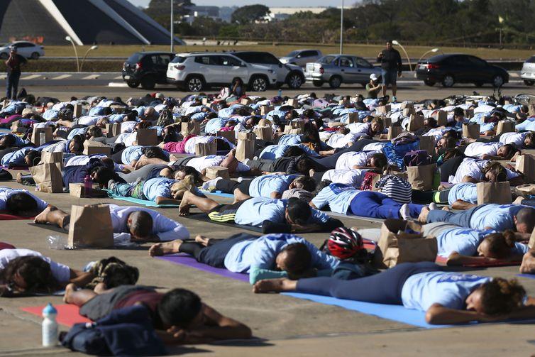 mca abr 21061917585df - Brasília comemora o Dia Internacional da Ioga