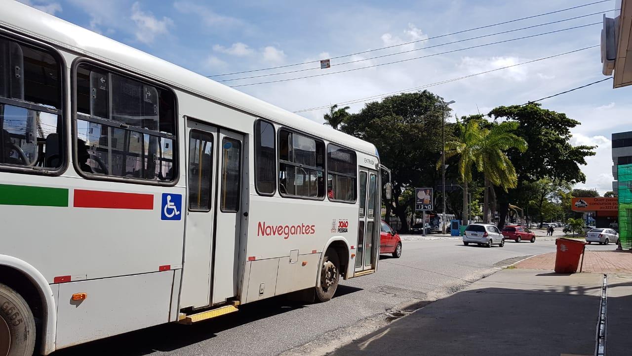 onibus vitos - Com protestos em saídas de garagens, circulação de ônibus fica comprometida na Capital