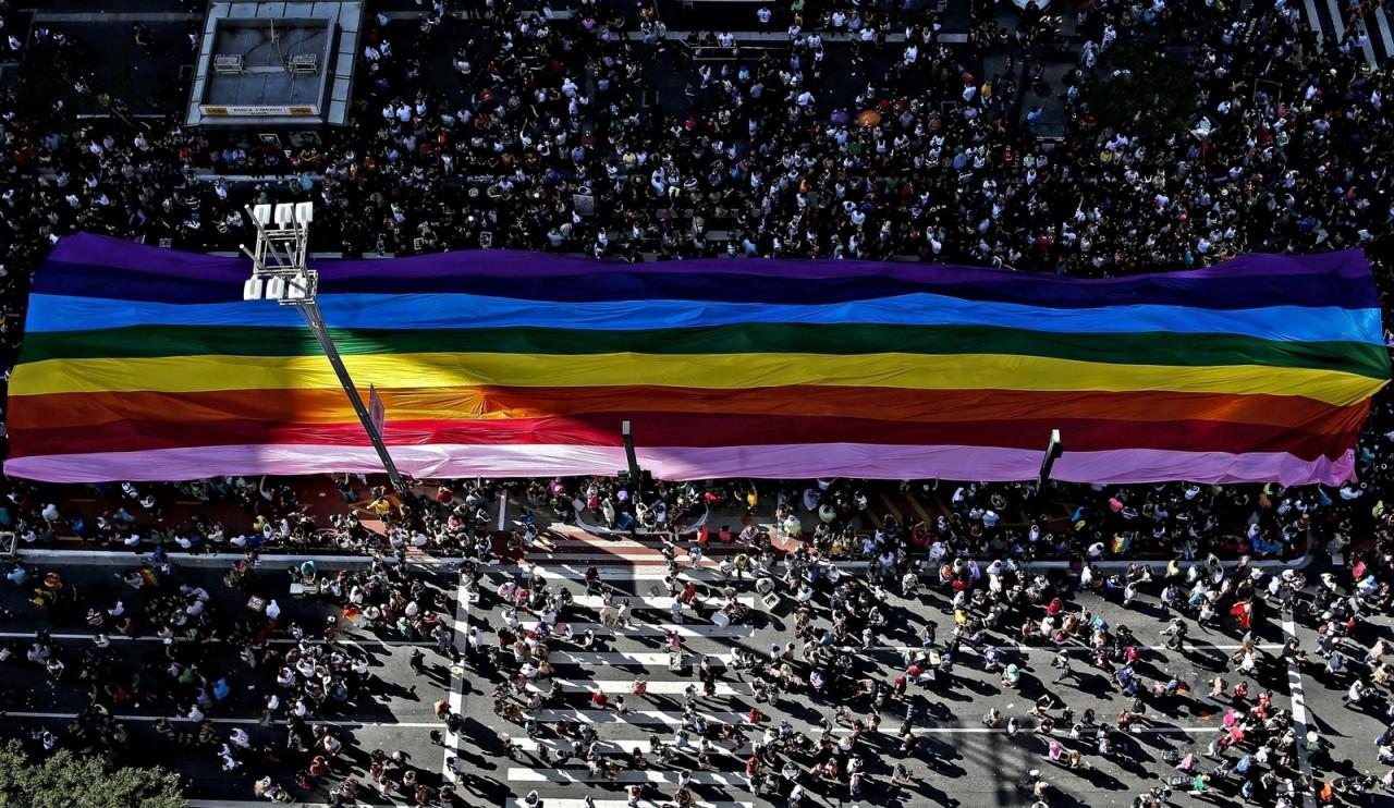 Parada do Orgulho LGBT terá 19 trios e shows de Mel C, Iza, Karol Conká e Gloria Groove
