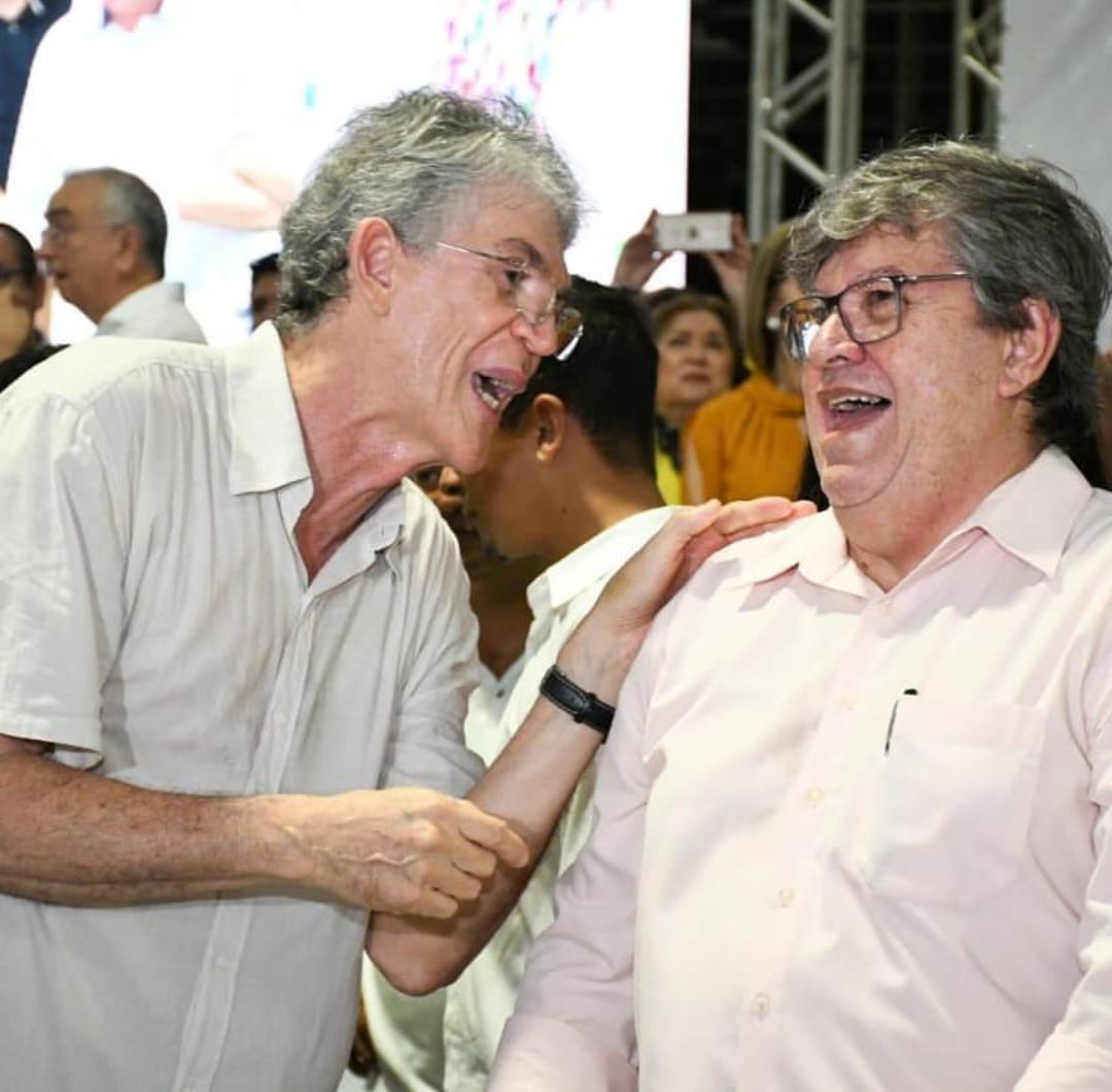 ricardo e joão - 'OPOSIÇÃO ESPALHA FOFOCAS': João Azevedo e Ricardo Coutinho chegam juntos à plenária do ODE em João Pessoa - VEJA VÍDEO